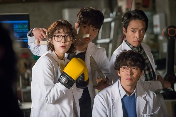 Park Se Wan, Song Jae Ryong e Go Geon Han em I'm Not A Robot k-drama viki